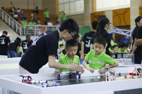 首个专业机器人竞赛师团队成立,助推青少年科技竞技运动快速普及